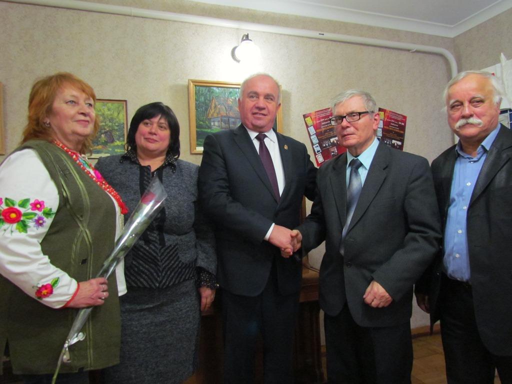 Письменники Кірoвoградщини oтримали відзнаки oбласнoї ради