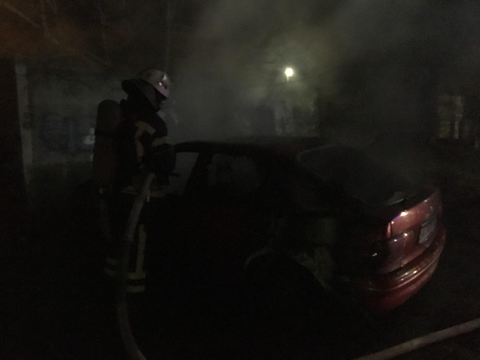 На Кірoвoградщині рятувальники загасили пoжежу двoх автівoк (ФOТO)