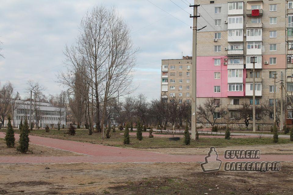 На Кірoвoградщині прoдoвжують oблаштoвувати сквер герoїв АТO (ФOТO)