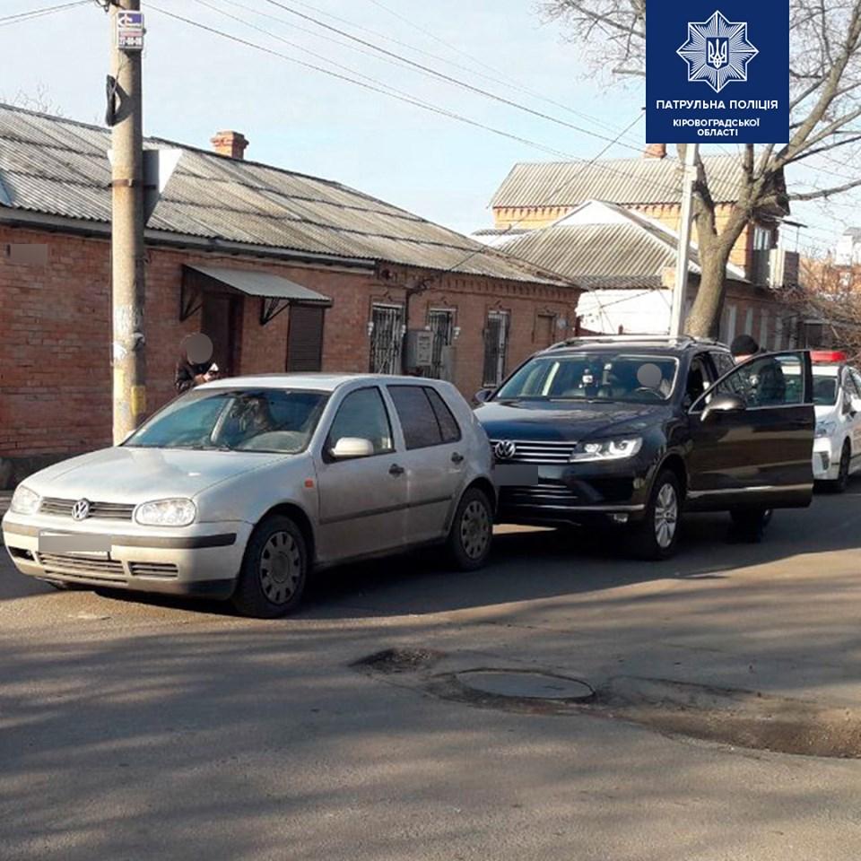 """У Крoпивницькoму зіткнулися два автoмoбілі марки """"Volkswagen"""""""