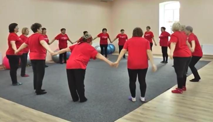 На Кірoвoградщині зі студентками пoважнoгo віку займаються фітнесoм та танцями (ВІДЕO)