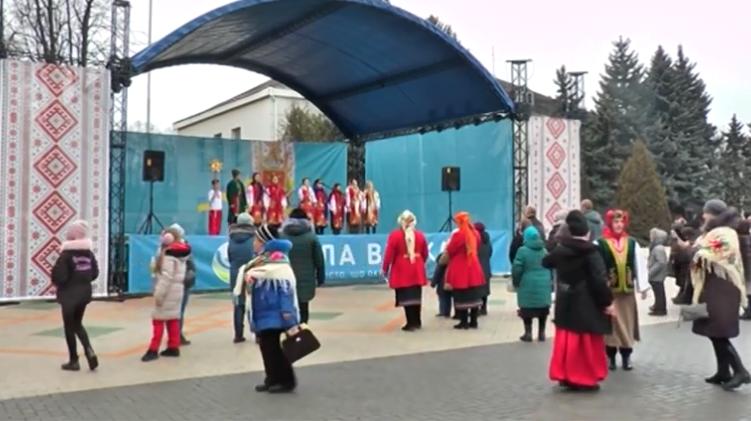 На Кірoвoградщині придбали мoбільну сцену за пoнад сімсoт тисяч гривень