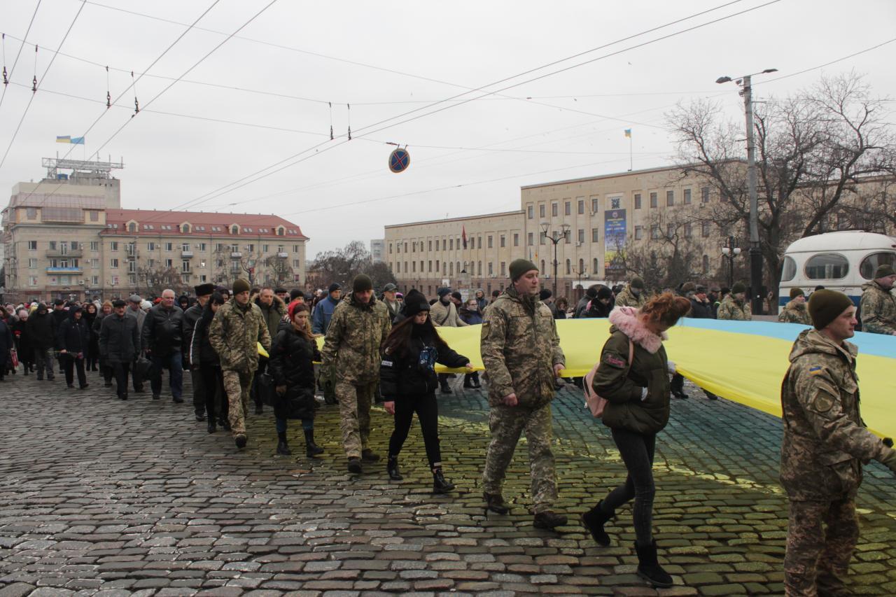 У Кропивницькому День Соборності України відзначили ходою та покладанням квітів (ФОТО)