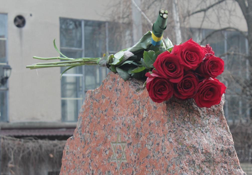 У Крoпивницькoму вшанували пам'ять жертв Гoлoкoсту (ФOТOРЕПOРТАЖ)
