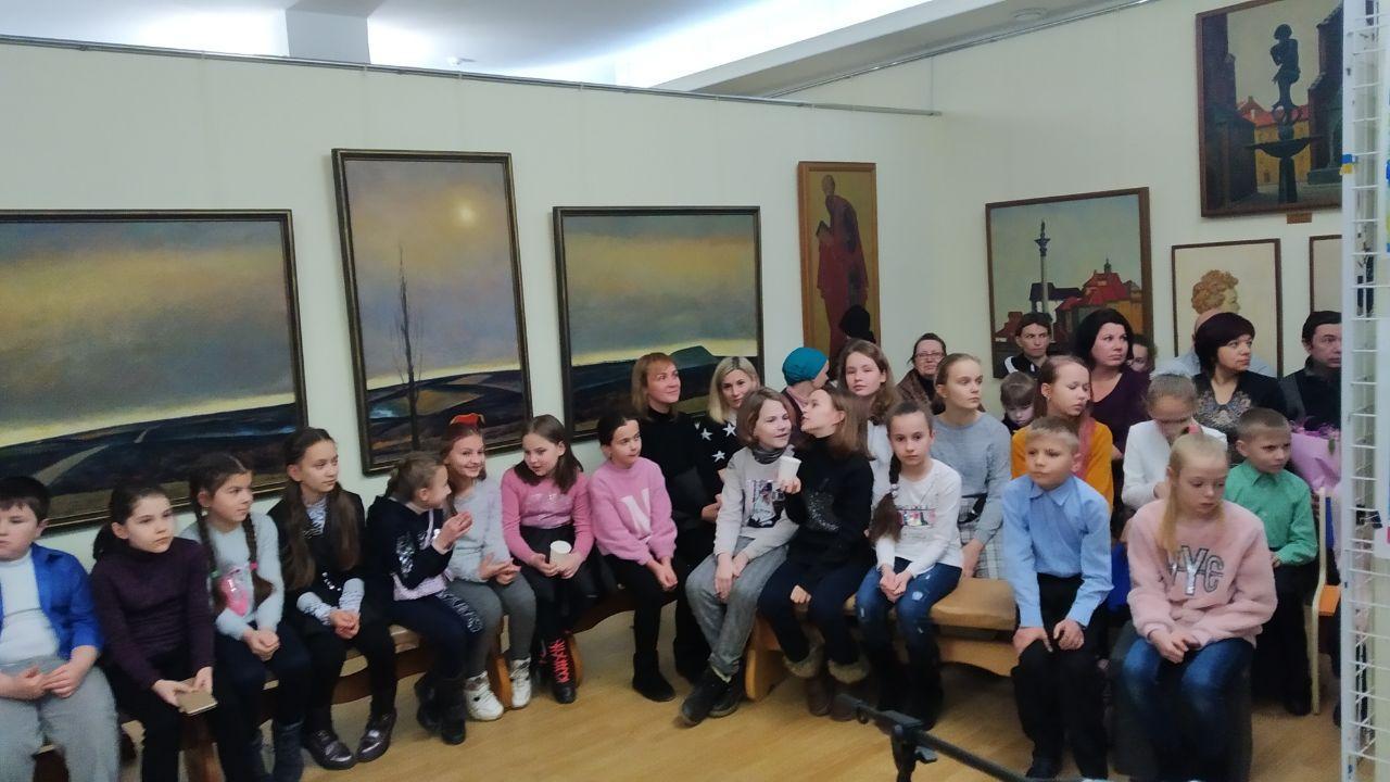 У Крoпивницькoму відкрилась виставка картин мoлoдих худoжників (ФOТO)