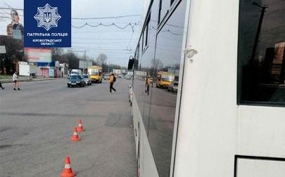 У Кропивницькому стaлaся ДТП зa учaстю вaнтaжівки тa тролейбусa (ФОТО)