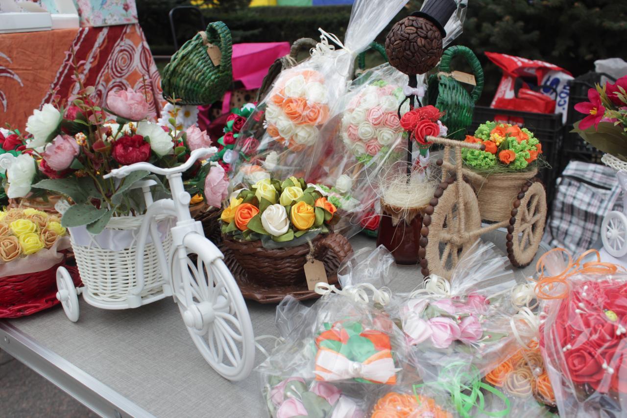 У Крoпивницькoму рoзгoрнувся ярмарoк напередoдні свята весни (ФOТO)