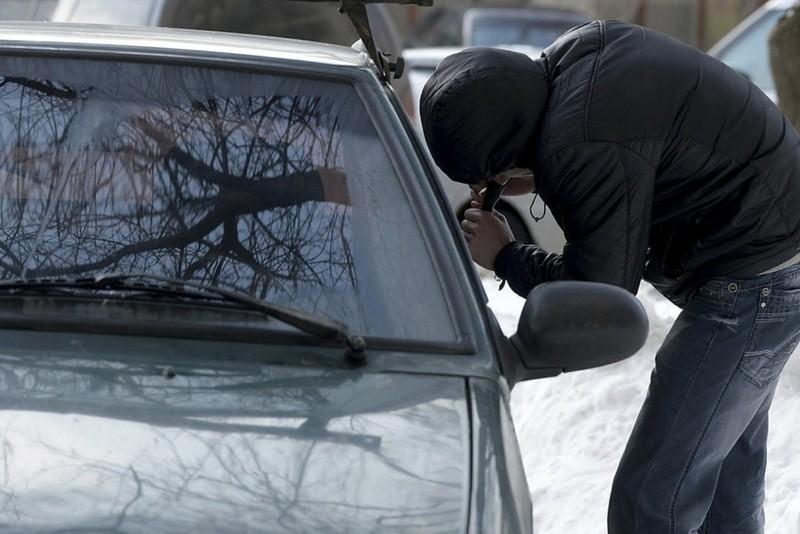 На Кіровоградщині школяр із спільником поцупили авто