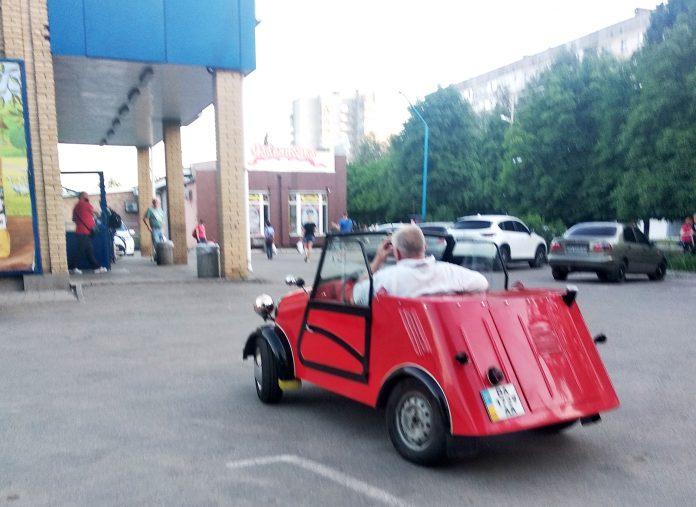 Житель Кiровоградщини власноруч вiдреставрував автомобiль (ФОТО)