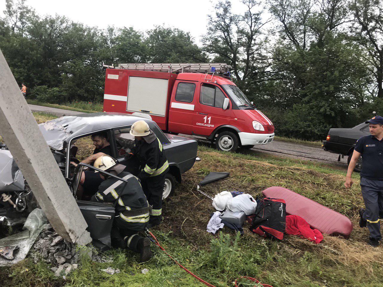 Рятувальники Кiровоградщини деблокували з автiвки водiя