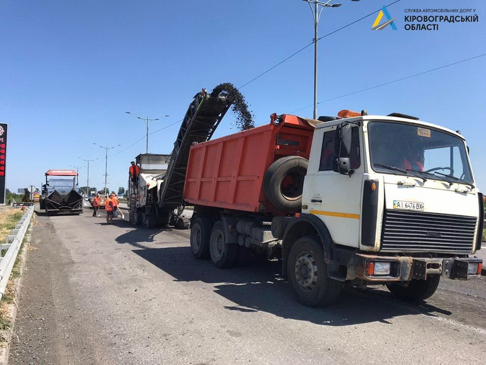 Нa Кіровогрaдщині ремонтують дорогу Київ-Одесa (ФОТО)