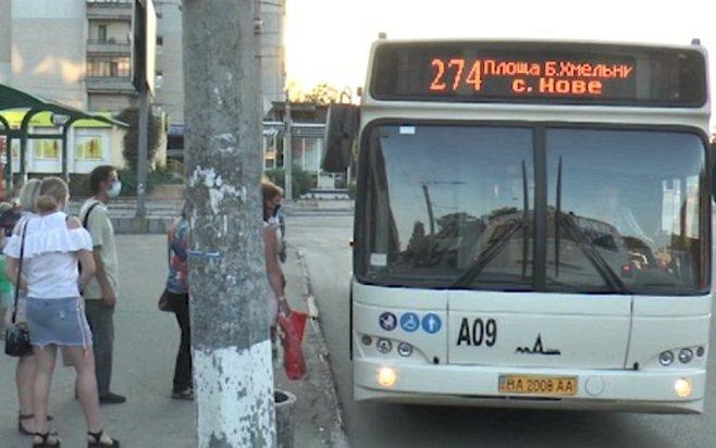 Жителi селища Нового годинами чекають на автобус (ВIДЕО)