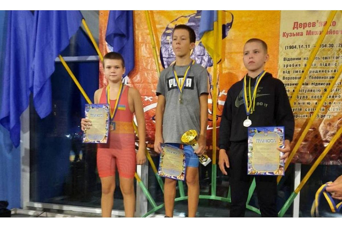 Юні кропивницькі спортсмени вибороли три срібні медaлі нa турнірі з греко-римської боротьби