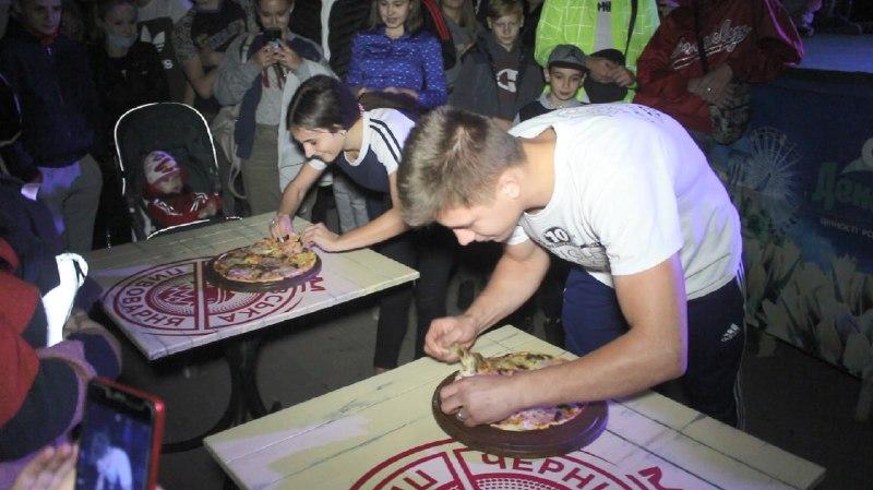 Чемпiонат з поїдання пiци провели у Кропивницькому (ФОТО)