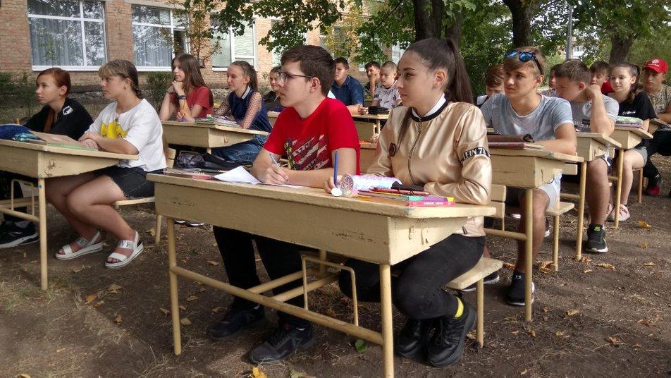Учнi однiєї з шкiл Кропивницького навчаються на вулицi (ВIДЕО)