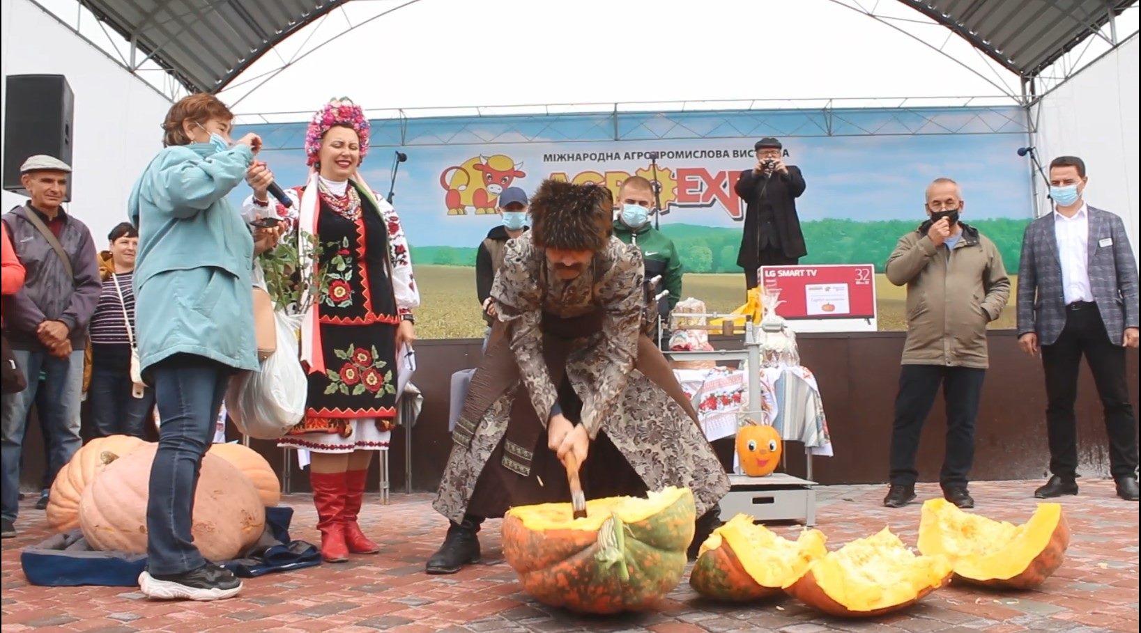 Найбільший гарбуз обрали в Кропивницькому (ФОТО)