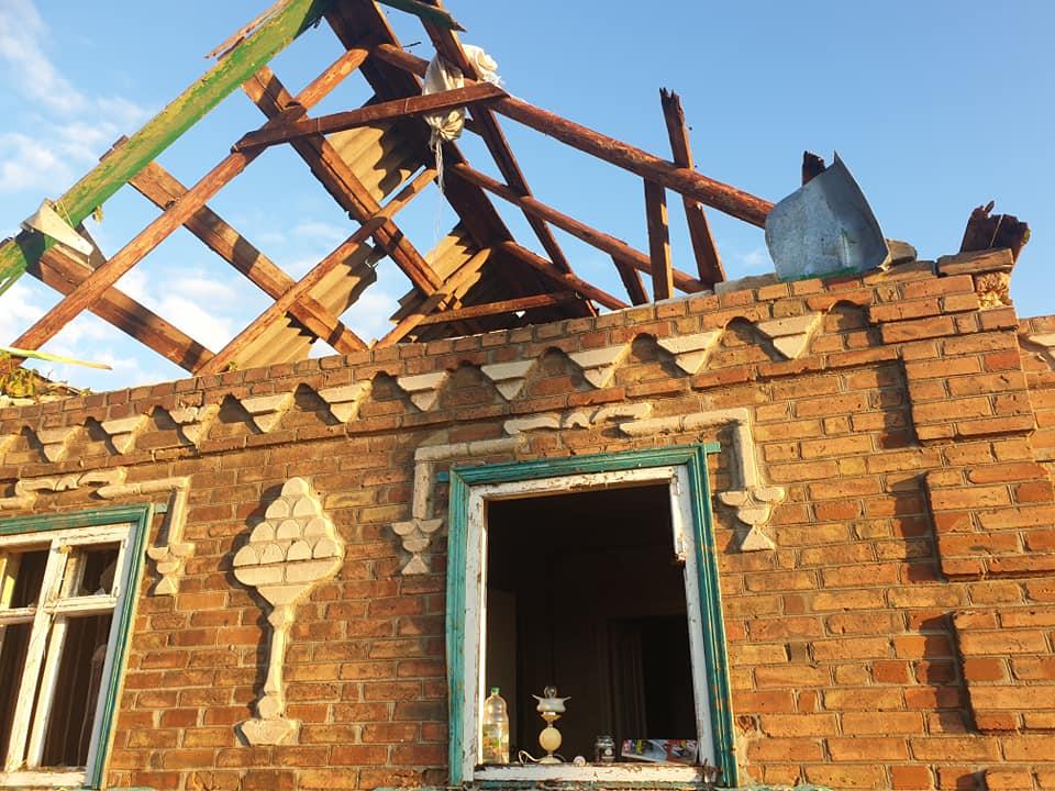 У Кропивницькому під час буревію старенькій просто на голову впала стеля (ФОТО)