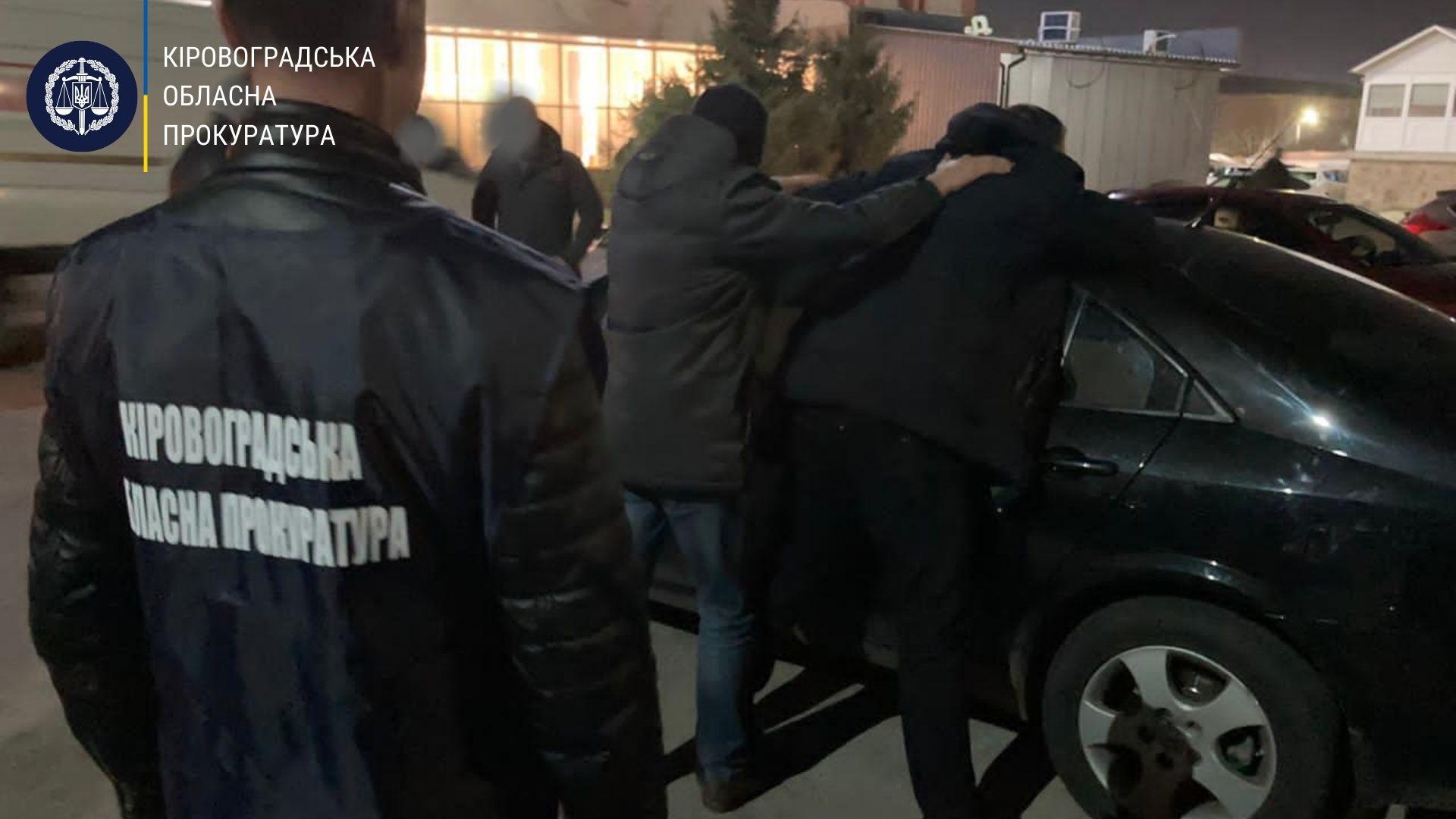 На хабарi затримали посадовця управлiння Держпрацi (ФОТО)