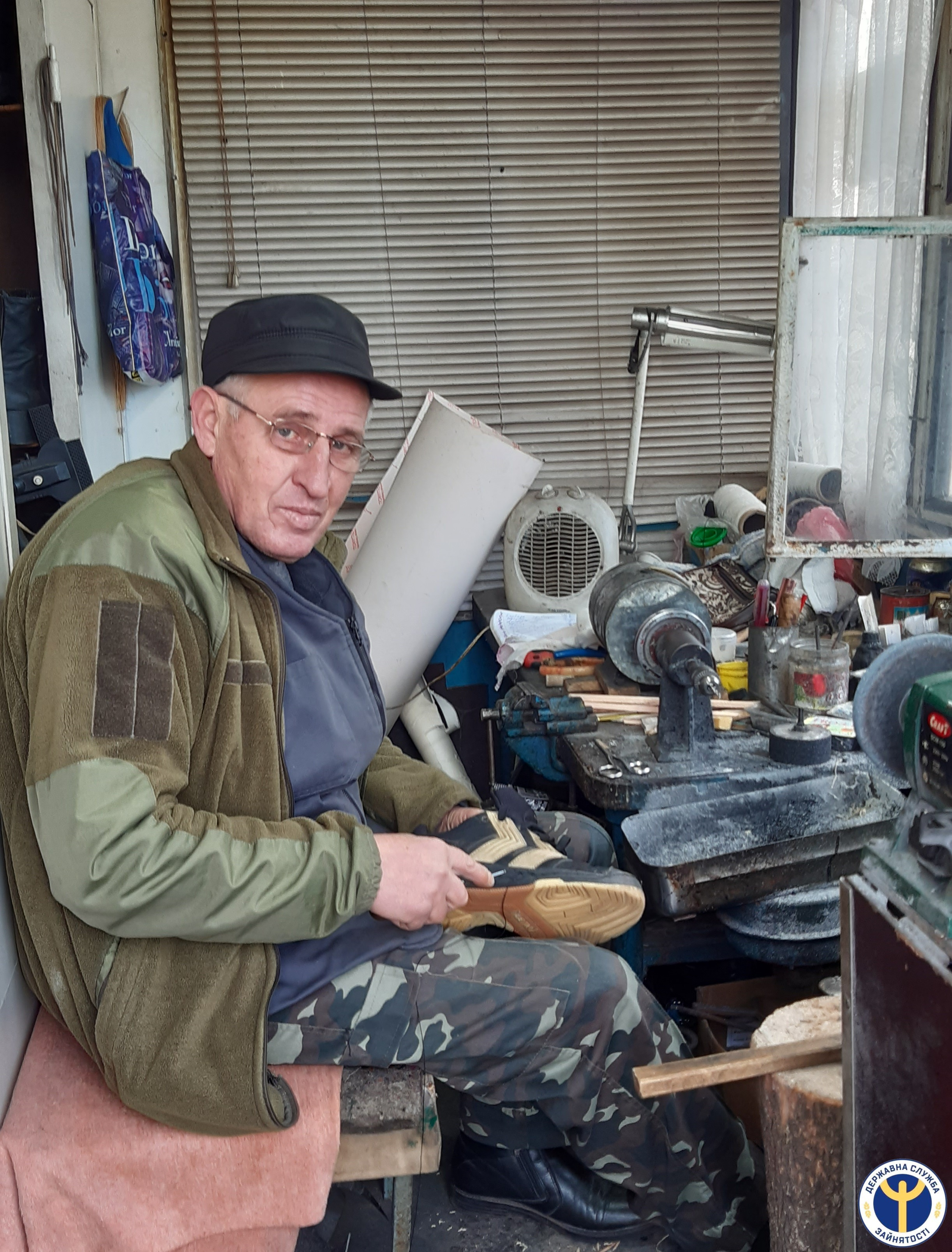 Житель Кiровоградщини 15 рокiв успішно займається чоботарською справою