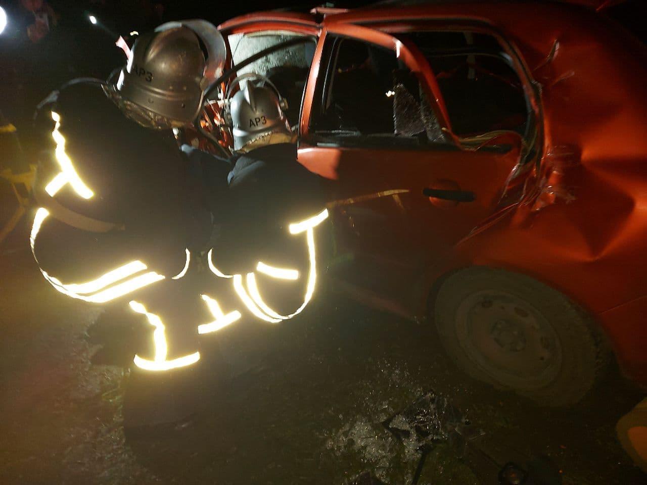 У Кропивницькому рaйоні рятувaльники деблокувaли водія з пошкодженої aвтівки (ФОТО)