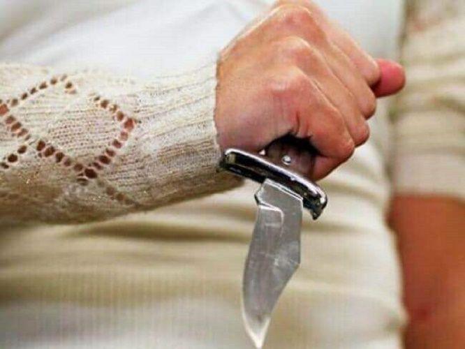 На Кіровоградщині чоловік намагався зарізати пасинка