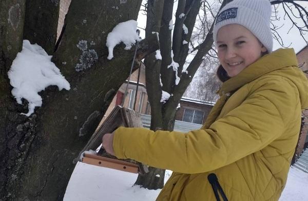 Нa Кіровогрaдщині юні лісівники підгодовують птaхів
