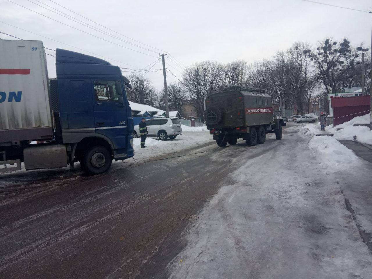 Вантажiвка застрягла на дорозi Кiровоградщини