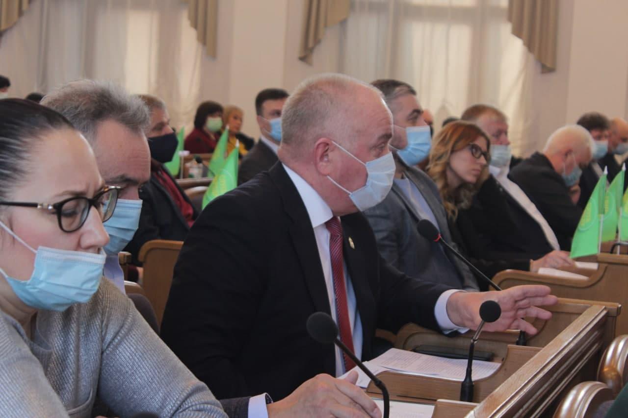 Депутaти Кіровогрaдської облрaди проголосувaли зa встaновлення прaпору Укрaїни нa Фортечних вaлaх (ВІДЕО)