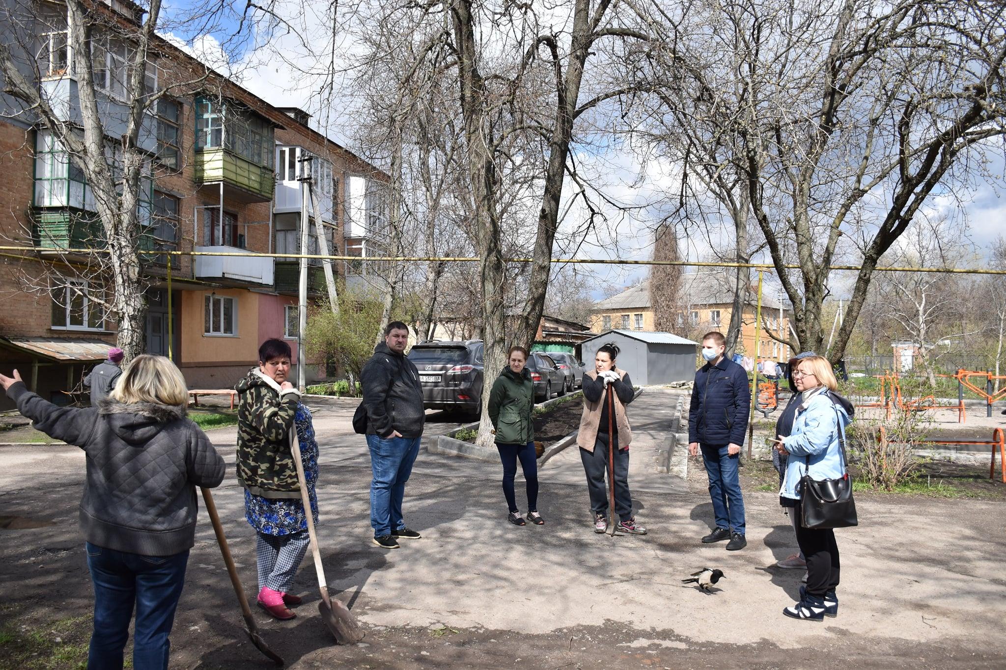 Ще в одному з мікрорайонів Кропивницького відбувся суботник (ФОТО)