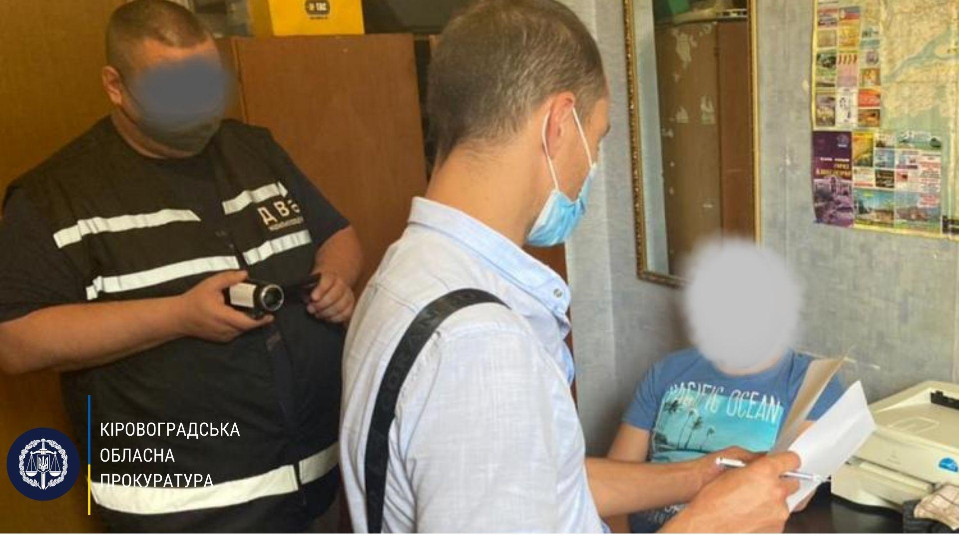 Житель Кіровоградщини намагався дати хабар правоохоронцю