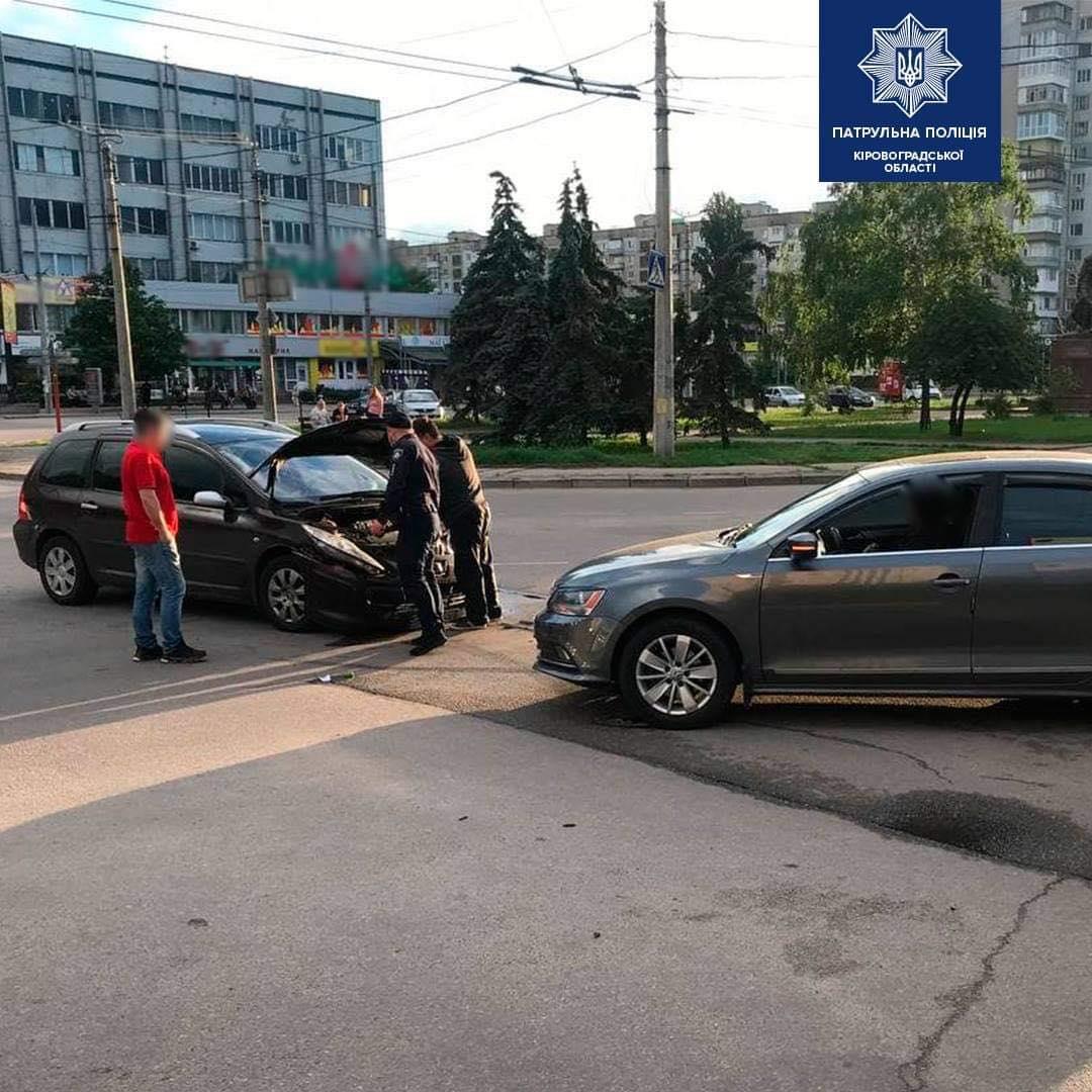 Поблизу площі Богдана Хмельницького у Кропивницькому сталася ДТП (ФОТО)