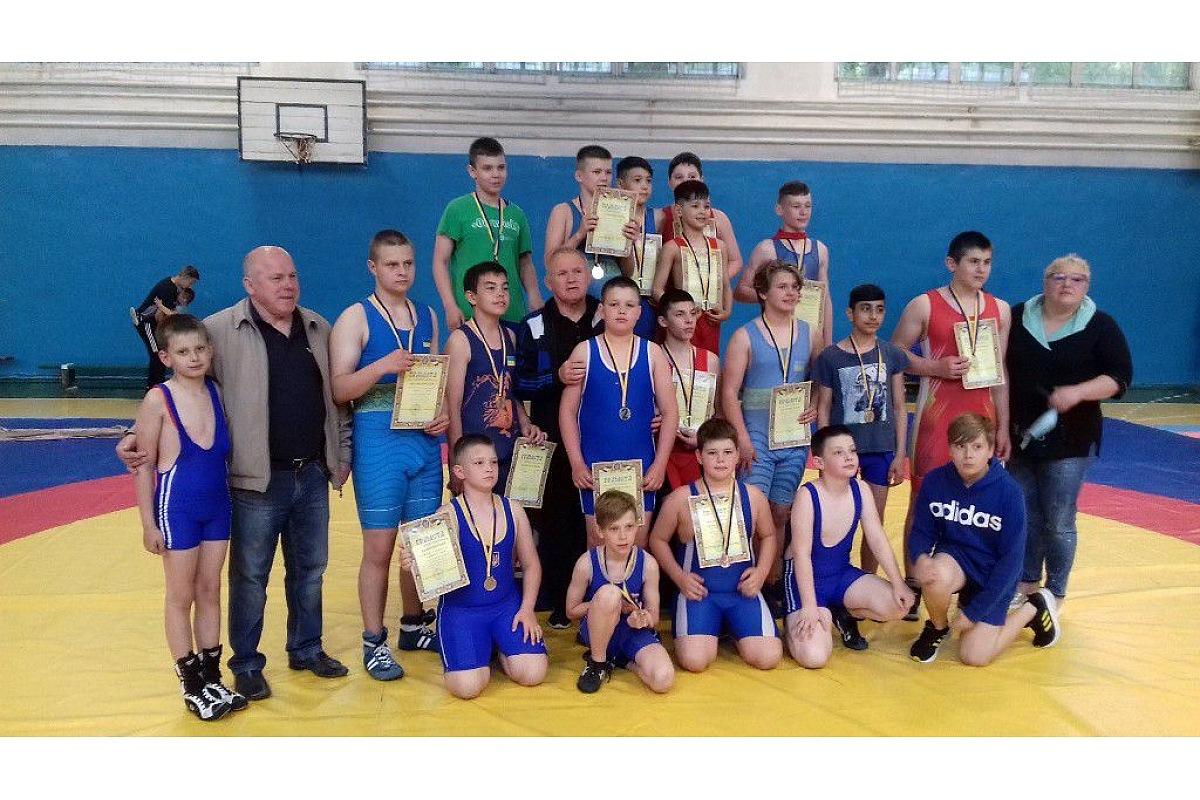 Юні борці з Кропивницького вибороли перші місця чемпіонaту облaсті