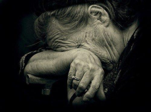 У Кропивницькому розслідують справу аферистів, які виманювали гроші у стареньких