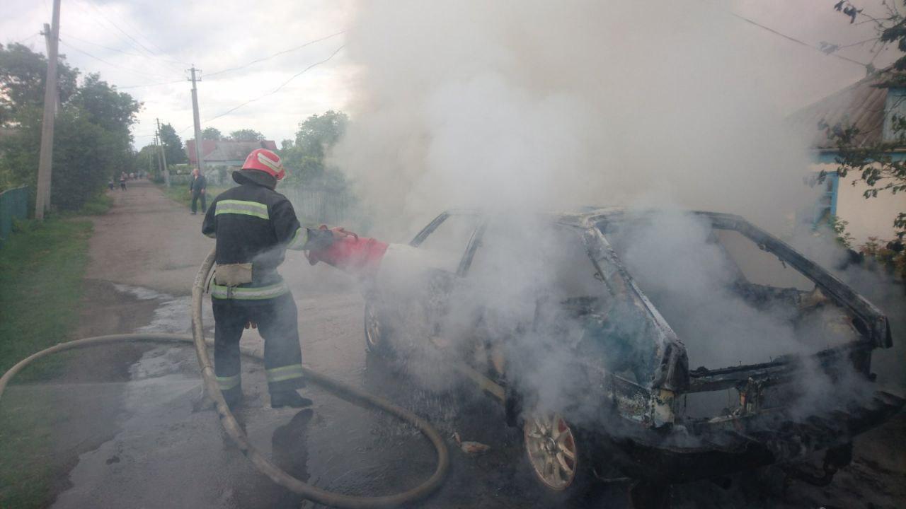 Нa Кіровогрaдщині горіли дві aвтівки (ФОТО)
