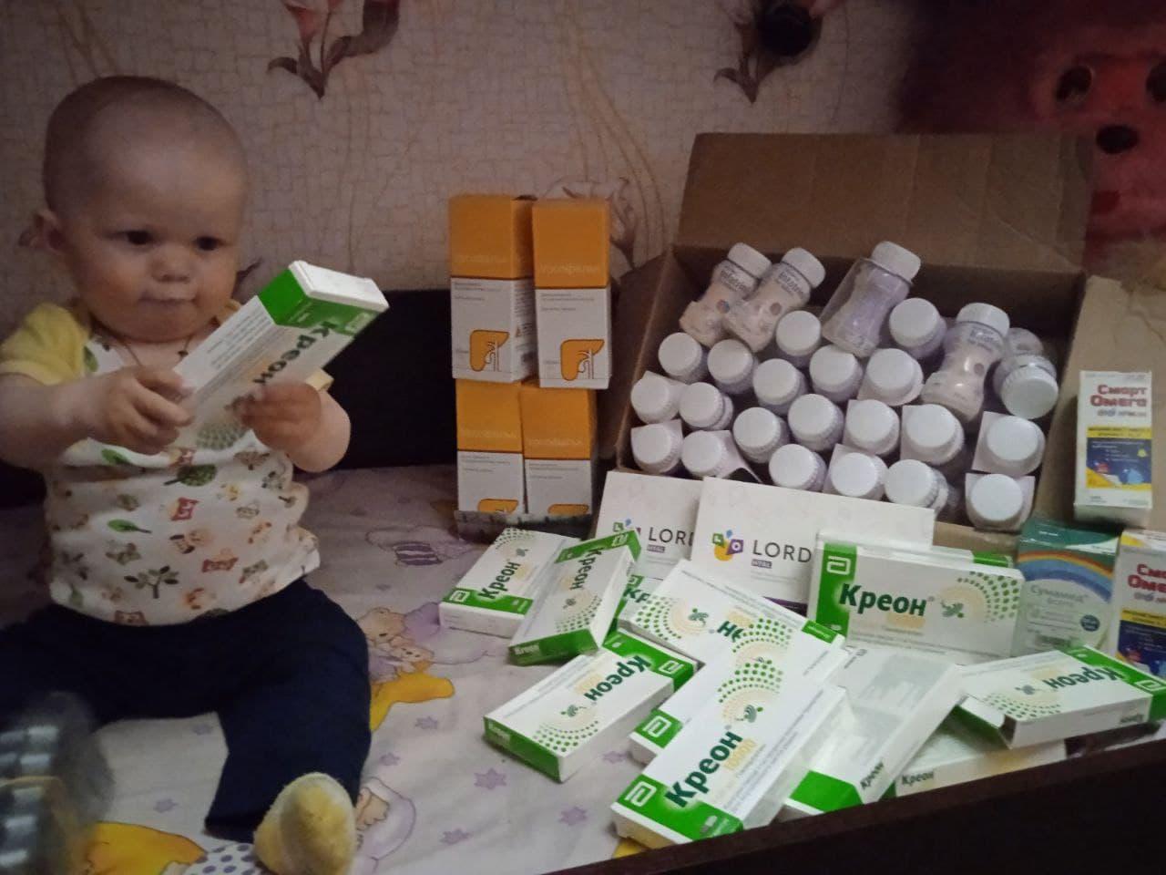 Жителька Кіровоградщини продає вишивки, аби заробити на лікування сина (ФОТО)