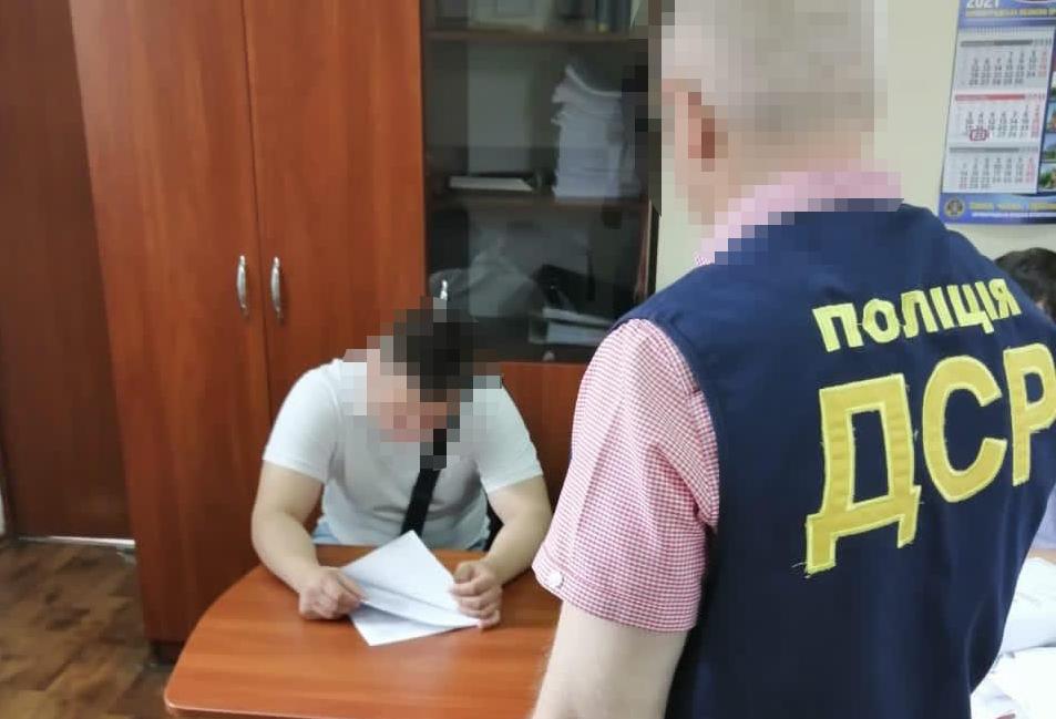 Посадовця Кропивницької міськради викрили на хабарі