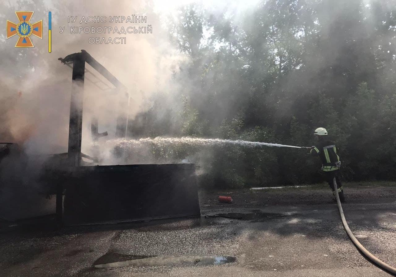 На Кiровоградщинi загорiлася вантажiвка (ФОТО)