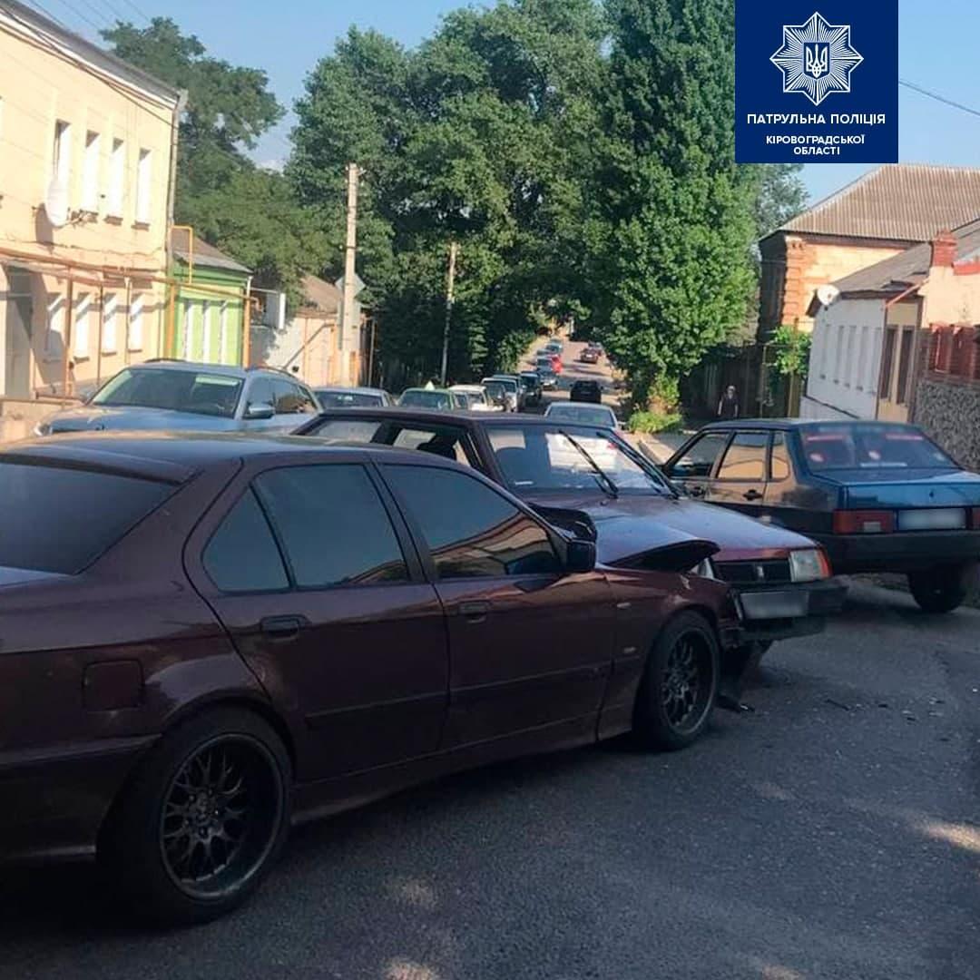 На перехрестi у Кропивницькому зiткнулися автiвки (ФОТО)