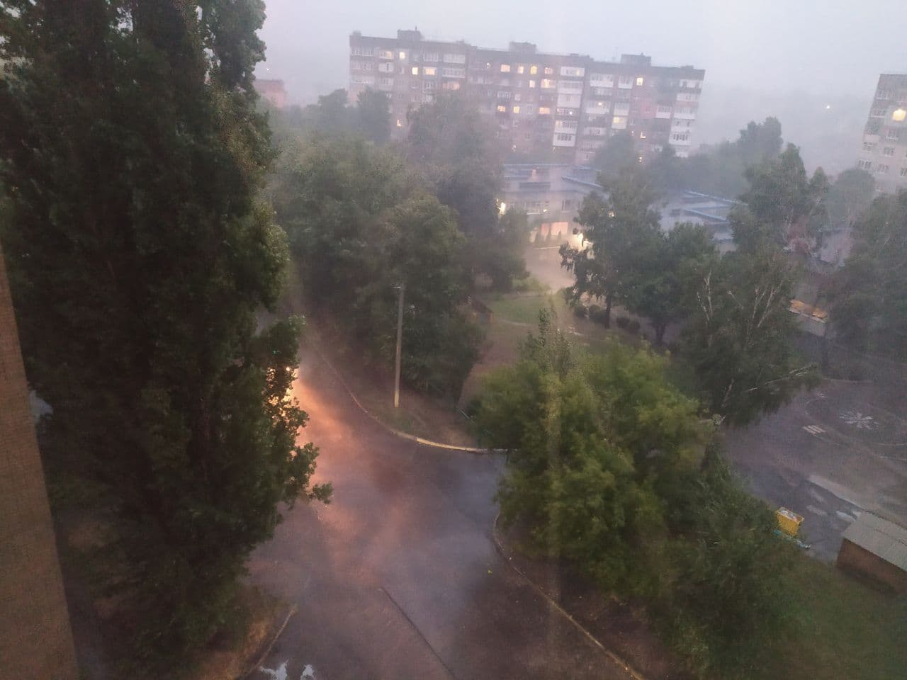 Негода наробила лиха у Кропивницькому (ФОТО, ВІДЕО)