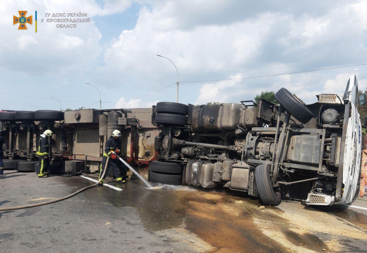 Через ДТП на трасi Кiровоградщини, викликали рятувальникiв (ФОТО)