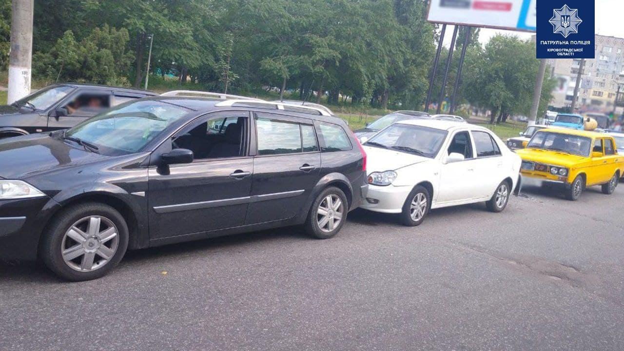 Три автiвки зiткнулися у Кропивницькому (ФОТО)