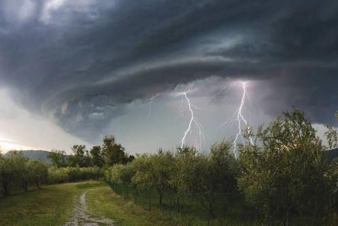 Жителів Кіровоградщини попереджають про грозу