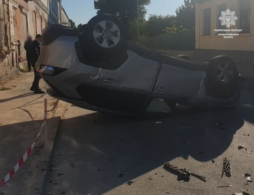 У Кропивницькому Toyota перекинулася на дах (ФОТО)