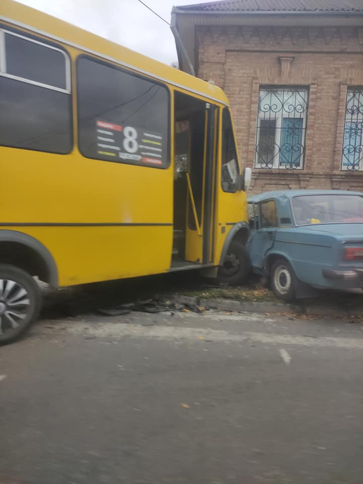 У Кропивницькому сталася ДТП за участi маршрутки (ФОТО)