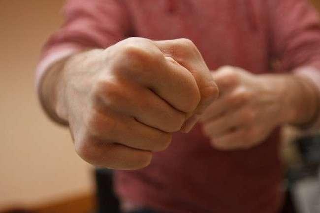 У Кропивницькому студент зламав руку чоловікові