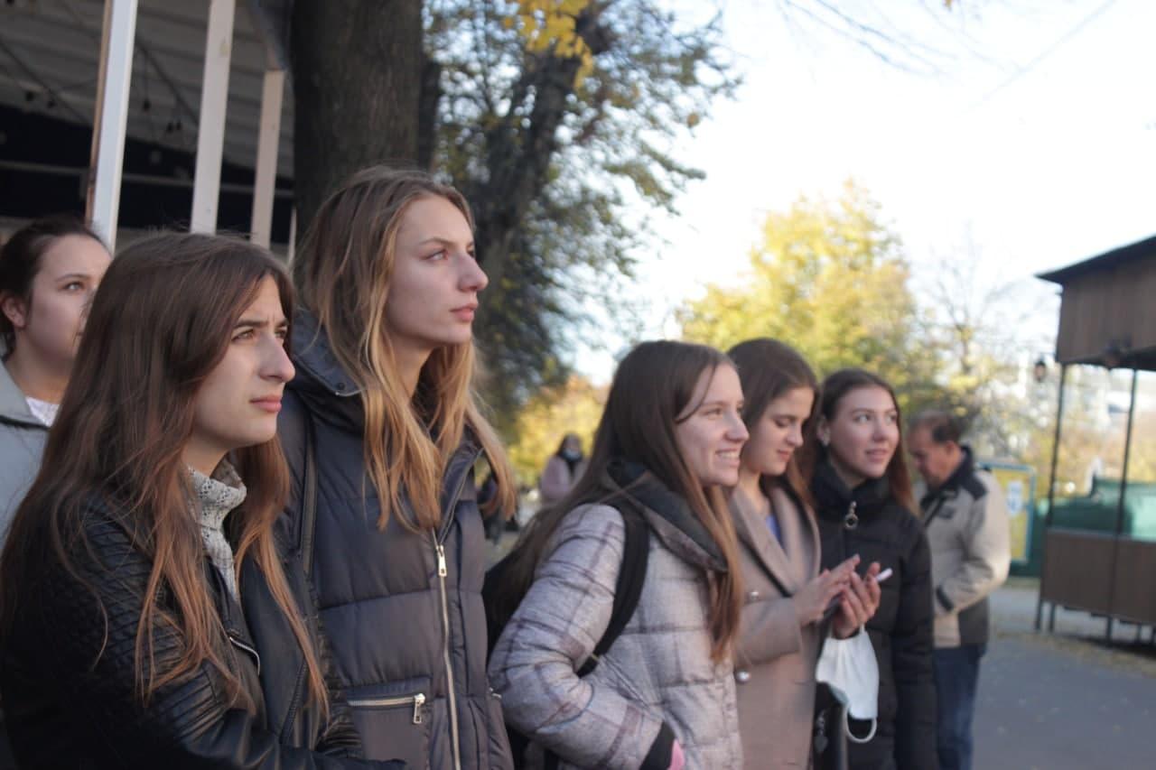 У центрі Кропивницького перехожих роблять щасливими (ФОТО)